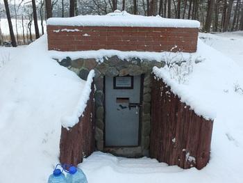 Zimowiska w Parku mają formę piwnizcek-ziemianek (fot. M. Chybowska)