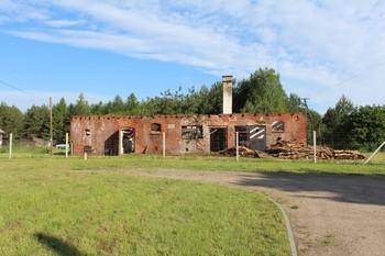 fot. Budynek inwentarski po rozbiórce więźby