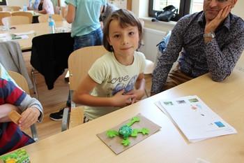 Emilka ze swoją żabą wodną fot. B. Grabowska