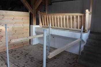 Wnętrze budynku inwentarskiego - stanowisko dla koni