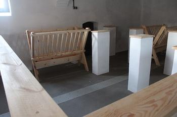 Wnętrze budynku inwentarskiego - stanowisko dla owiec