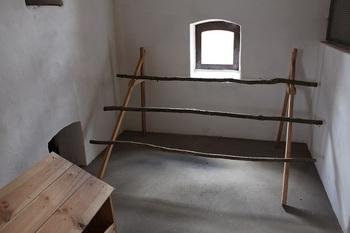Wnętrze budynku inwentarskiego - kurnik