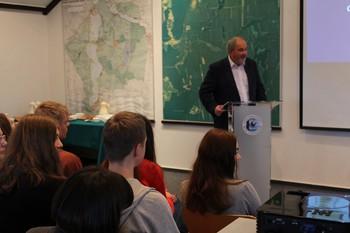 Prof. Włodzimierz Marszelewski przekonuje, że XXI w. obnażył nasze globalne problemy z wodą zdatną do picia fot. M. Kochanowska