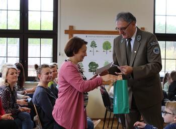 Podziękowania otrzymali również wszyscy nauczyciele, którzy przygotowywali dzieci do konkursu fot. B. Grabowska