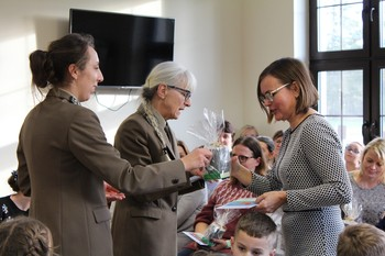 Drobne nagrody za trud włożony w przygotowanie uczniów do konkursu otrzymali również nauczyciele fot. B. Grabowska